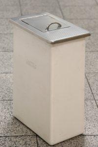 Damenhygiene-Behälter weiß einzeln klappe geschlossen