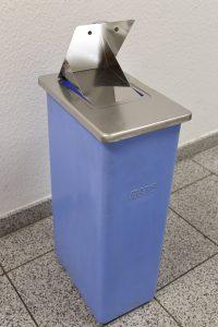 Damenhygiene-Behälter blau einzeln klappe offen